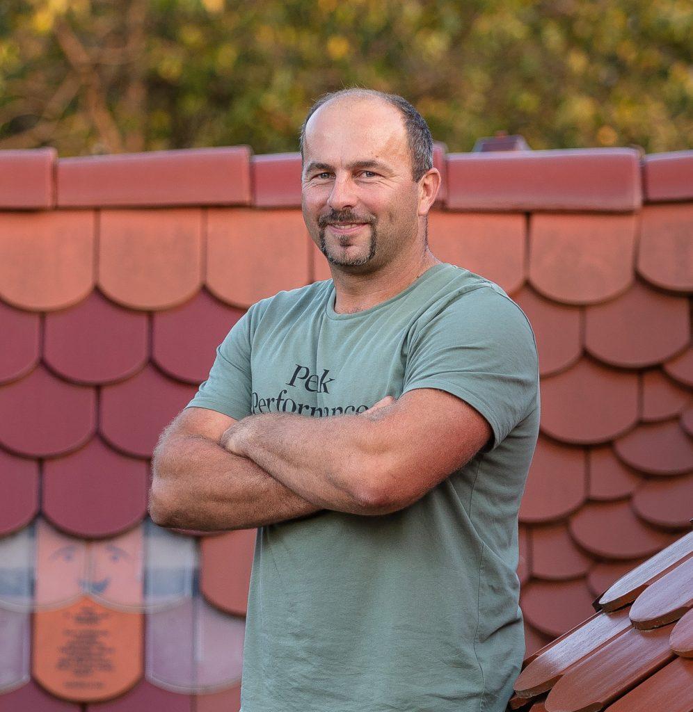 Tesár a odborník na strechy Michal Surovčík