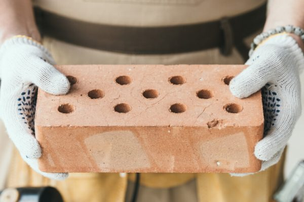 Palena tehla je oblubeny a trvacny stavebny material