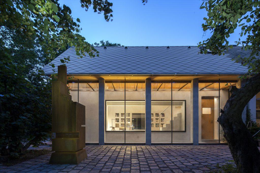Rekonstrukcia a pristavba domu s tehalovymi murmi
